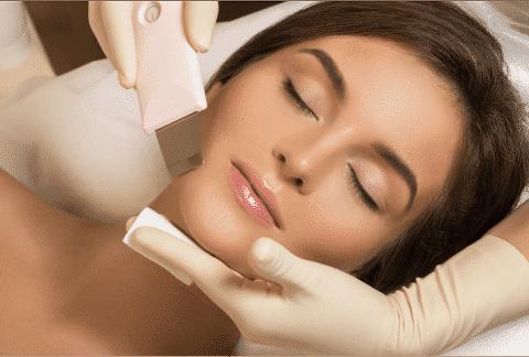 Tretman čišćenja lica ultrazvučnom špatulom